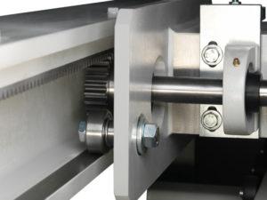 Podwójny system pomiarowy przy belce przesuwu materiału